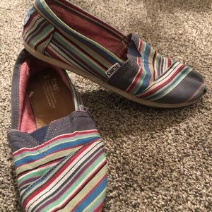 Women's pinstriped toms